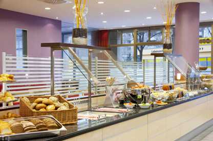 holiday inn hiex-berlin-city-centre_breakfast-buffet2